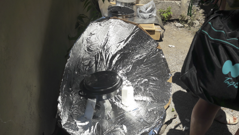 Cardboard solar concentrator (type of solar cooker) Capture d e cran 2018-06-21 a 00.04.57.png