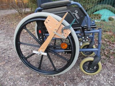 Leviers_d'aide_au_déplacement_d'un_fauteuil_roulant_Fauteuil.jpg