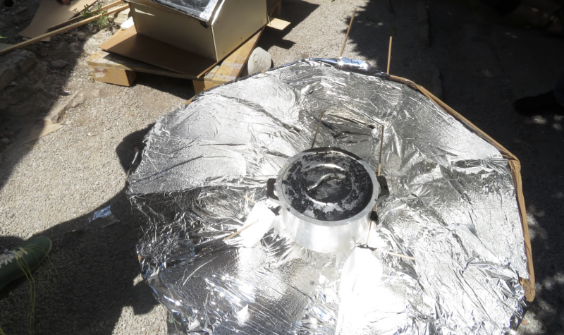 Cardboard solar concentrator (type of solar cooker) Capture d e cran 2018-06-21 a 00.08.21.png